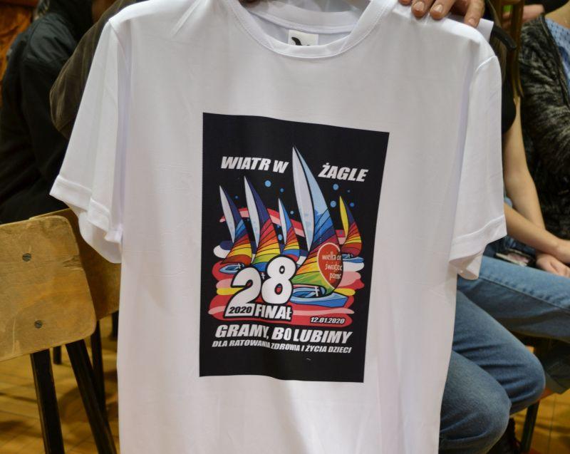 Tę koszulkę z logo 28 finału w...